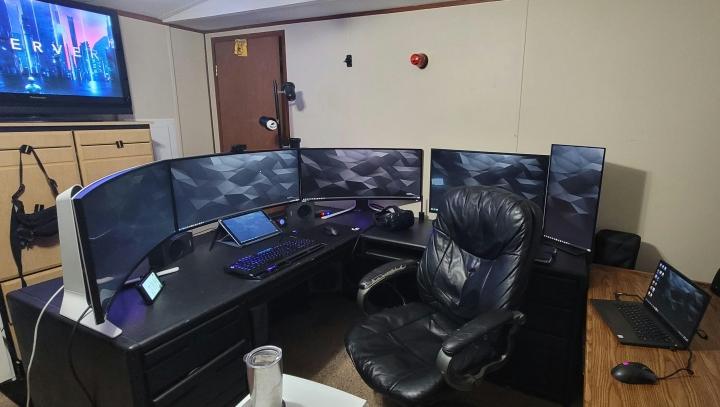 Show_Your_PC_Desk_UltlaWideMonitor_Part70_33.jpg