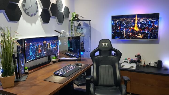 Show_Your_PC_Desk_UltlaWideMonitor_Part70_69.jpg