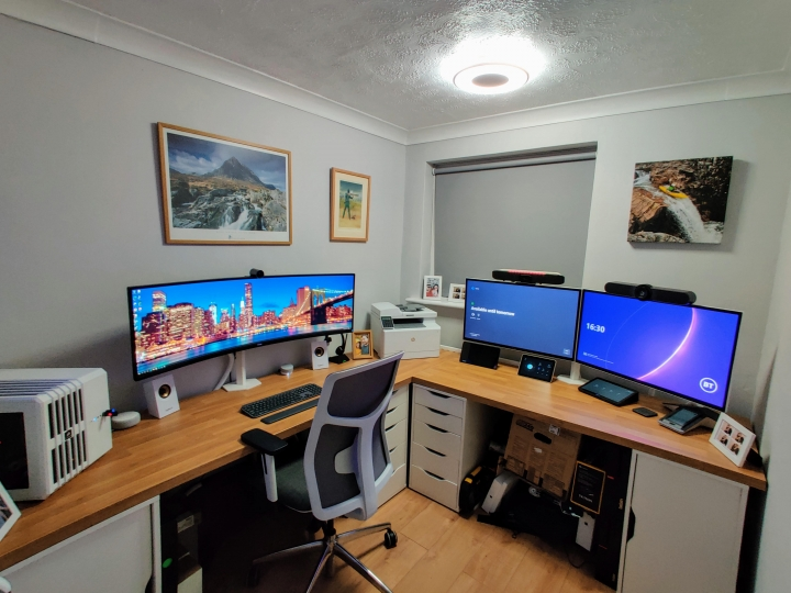 Show_Your_PC_Desk_UltlaWideMonitor_Part71_32.jpg