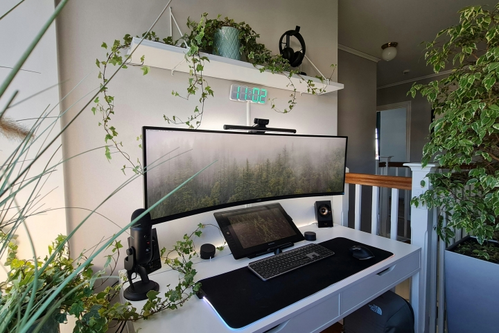 Show_Your_PC_Desk_UltlaWideMonitor_Part72_01.jpg