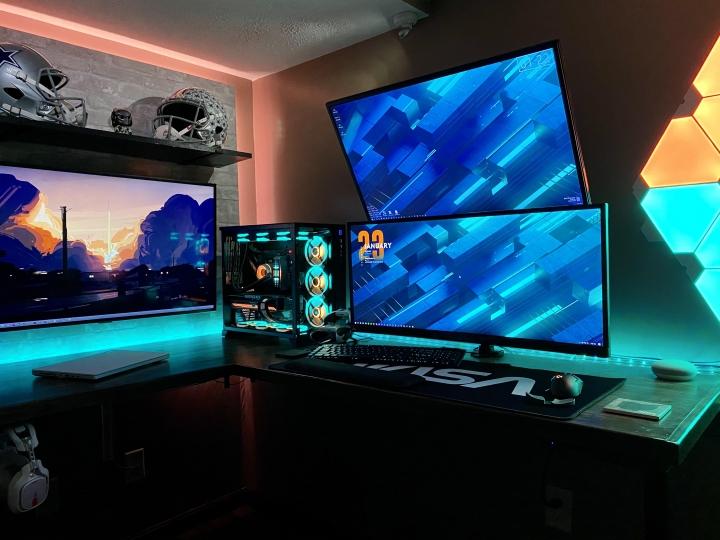 Show_Your_PC_Desk_UltlaWideMonitor_Part72_46.jpg