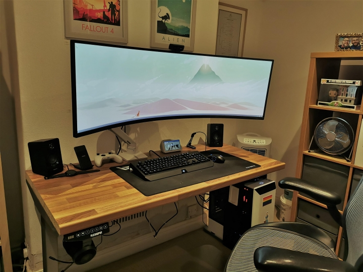 Show_Your_PC_Desk_UltlaWideMonitor_Part72_67.jpg