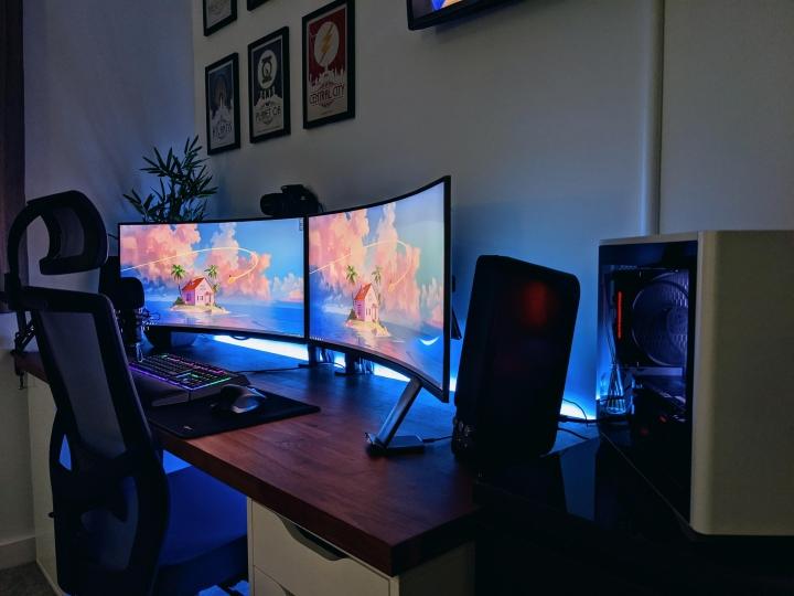 Show_Your_PC_Desk_UltlaWideMonitor_Part72_76.jpg