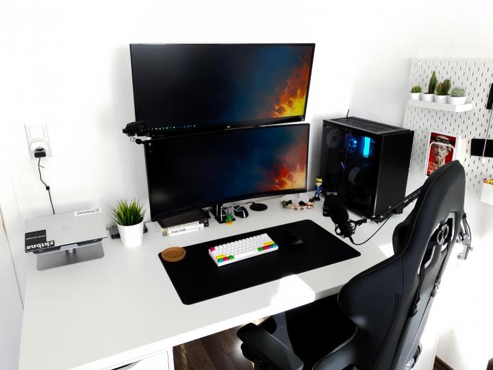 Show_Your_PC_Desk_UltlaWideMonitor_Part73_04.jpg