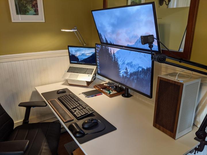 Show_Your_PC_Desk_UltlaWideMonitor_Part73_07.jpg