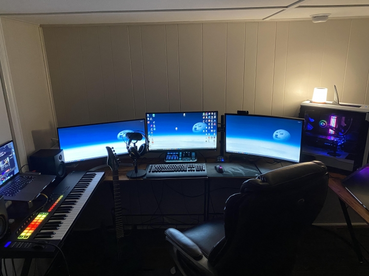 Show_Your_PC_Desk_UltlaWideMonitor_Part74_18.jpg