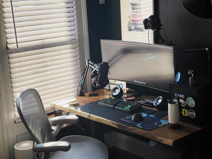 Show_Your_PC_Desk_UltlaWideMonitor_Part74_74.jpg