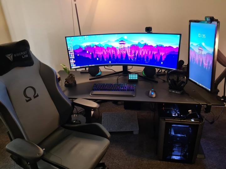 Show_Your_PC_Desk_UltlaWideMonitor_Part75_13.jpg