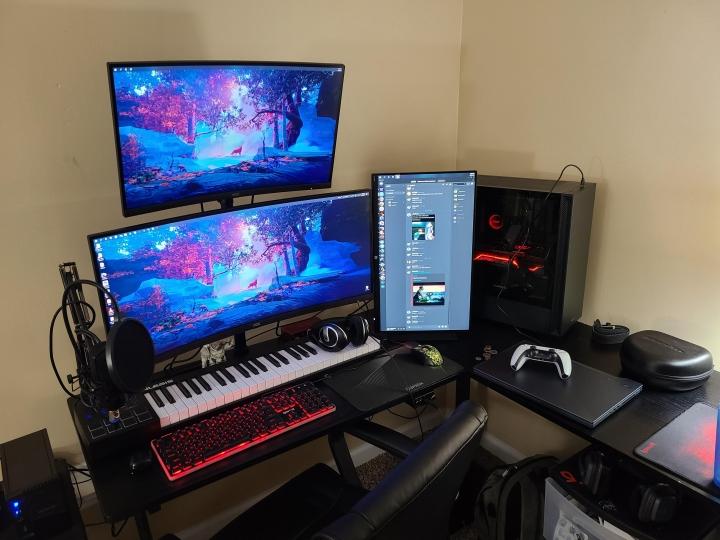 Show_Your_PC_Desk_UltlaWideMonitor_Part75_78.jpg