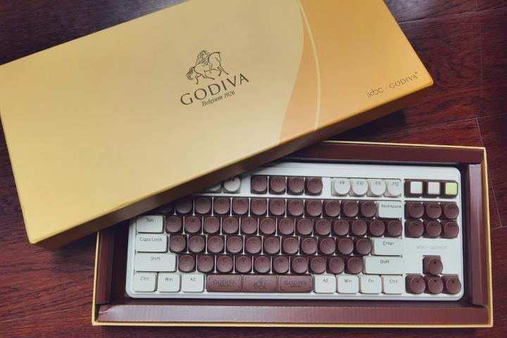 Valentine_Mechanical_Keyboard_01.jpg