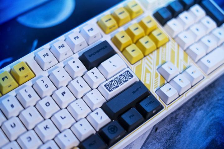 ZOTAC_VARMILO_Mechanical_Keyboard_04.jpg