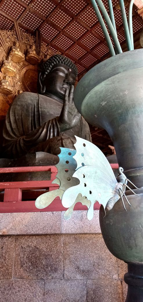 ⑩「大仏と蝶」