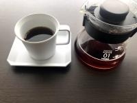 コーヒーを入れ終わった様子